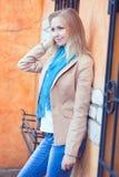 Молодая женщина окном с выкованными барами стоковые фотографии rf