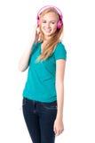 Молодая женщина ослабляя с ее музыкой Стоковые Фотографии RF