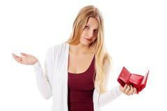 Молодая женщина показывает ее пустой бумажник банкротство Стоковое Фото