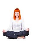 Молодая женщина приниманнсяая за йога Стоковые Изображения