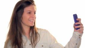 Молодая женщина принимая selfie видеоматериал