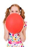 Молодая женщина при красный изолированный воздушный шар стоковые фотографии rf