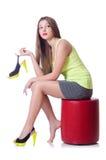 Молодая женщина пробуя новые ботинки Стоковые Изображения RF