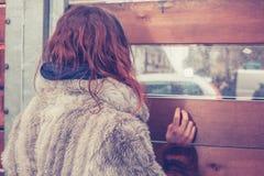 Молодая женщина смотря вне стоковые изображения rf