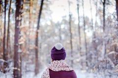 Молодая женщина смотря заход солнца в лесе Стоковое фото RF