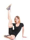 Молодая женщина спорта делая тренировку на белизне стоковая фотография rf