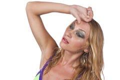 Молодая женщина страдает от жары лета Стоковые Фотографии RF