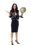 Молодая женщина с глобусом на изолированной предпосылке стоковые фото
