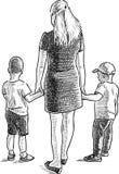 Молодая женщина с ее маленькими сыновььями Стоковое Изображение RF
