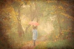 Молодая женщина с зонтиком Стоковые Изображения RF