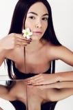 Молодая женщина с здоровой накаляя кожей красотка естественная Стоковые Изображения