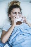 Молодая женщина с инфлуензой Стоковые Фото