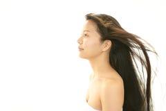 Молодая женщина с красивыми волосами Стоковые Фотографии RF
