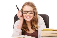 Молодая женщина с кучей книг Стоковая Фотография RF