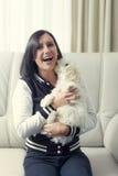 Молодая женщина с милой собакой Стоковая Фотография RF