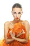 Молодая женщина с оранжевой шалью Стоковая Фотография RF