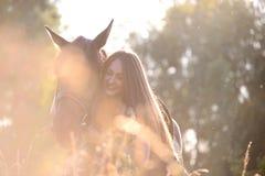 Молодая женщина с лошадью Стоковое фото RF