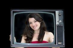 Молодая женщина с старым фото рамки tv Стоковые Фотографии RF