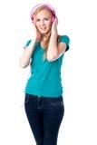 Молодая женщина слушая к ее музыке Стоковое Фото