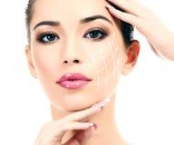 Молодая женщина с чистой свежей кожей Стоковая Фотография RF