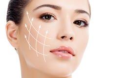 Молодая женщина с чистой свежей кожей Стоковое фото RF