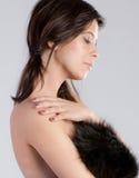 Молодая женщина с шерстью стоковые фотографии rf