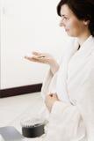 Молодая женщина с hairpins Стоковая Фотография RF