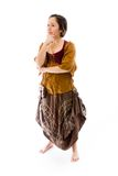 Молодая женщина думая с ее рукой на подбородке Стоковое Изображение RF