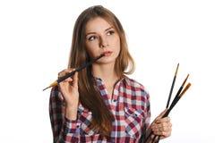 Молодая женщина художник. Смотреть вверх в угол Стоковое Изображение