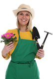Молодая женщина gardner садовника с occupa сада садовничать цветка стоковое фото