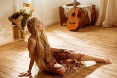 Молодая женщина hippie Стоковые Фотографии RF