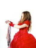 Молодая Золушка одела в красном цвете с пакостной тканью стоковое изображение