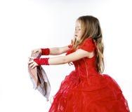 Молодая Золушка одела в красном цвете с пакостной тканью стоковые изображения rf