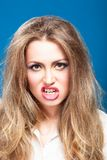 Молодая злая красивая женщина стоковые изображения rf