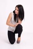 Молодая длинн-с волосами черно-с волосами женщина Стоковые Фотографии RF