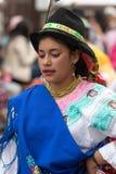 Молодая индигенная женщина в традиционном платье Стоковое Изображение