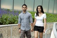 Молодая и счастливая пара Стоковая Фотография RF