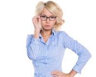 Молодая коммерсантка в голубой рубашке стоковые изображения rf