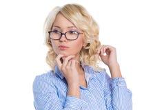 Молодая коммерсантка в голубой рубашке стоковое изображение