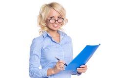 Молодая коммерсантка в голубой рубашке стоковое изображение rf