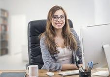 Молодая коммерсантка в офисе Стоковое фото RF