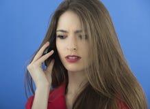 Молодая коммерсантка говоря на умном телефоне Стоковое Изображение