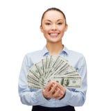 Молодая коммерсантка с деньгами наличных денег доллара Стоковая Фотография