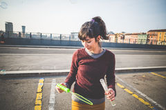 Молодая красивая воздуходувка пузыря женщины битника Стоковое Изображение RF