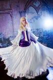 Молодая красивая девушка в исторических костюмах, изображение для масленицы, портрет Стоковое Фото