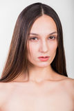 Молодая красивая девушка на светлой предпосылке стоковые изображения rf