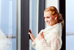Молодая красивая женщина в jersey Стоковое Изображение