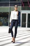 Молодая красивая женщина идя прочь Стоковое Фото