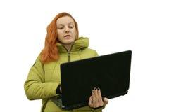 Молодая красивейшая red-haired женщина стоковое изображение