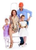 Молодая мама папы семьи и 2 дочери делают стоковые фото